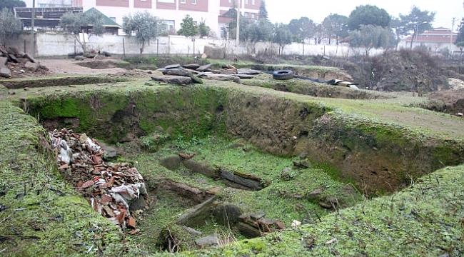 Binlerce Yıllık Tarihi Alanların Üzerine Moloz Döktüler