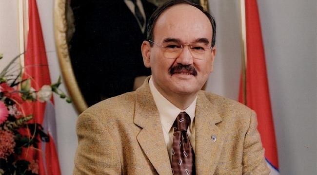 DR. BURHAN ÖZFATURA HAYATINI KALEME ALDI